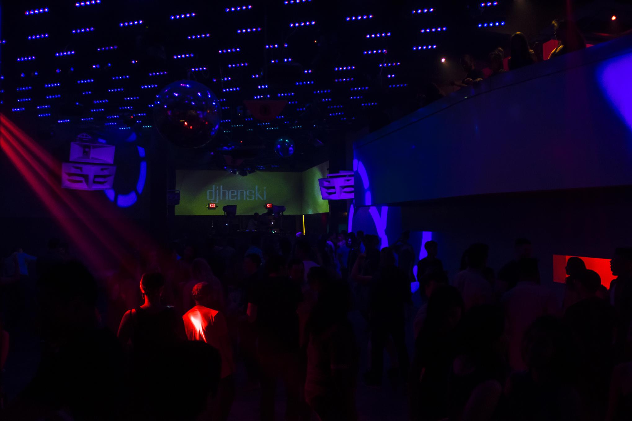 q-night-club-005